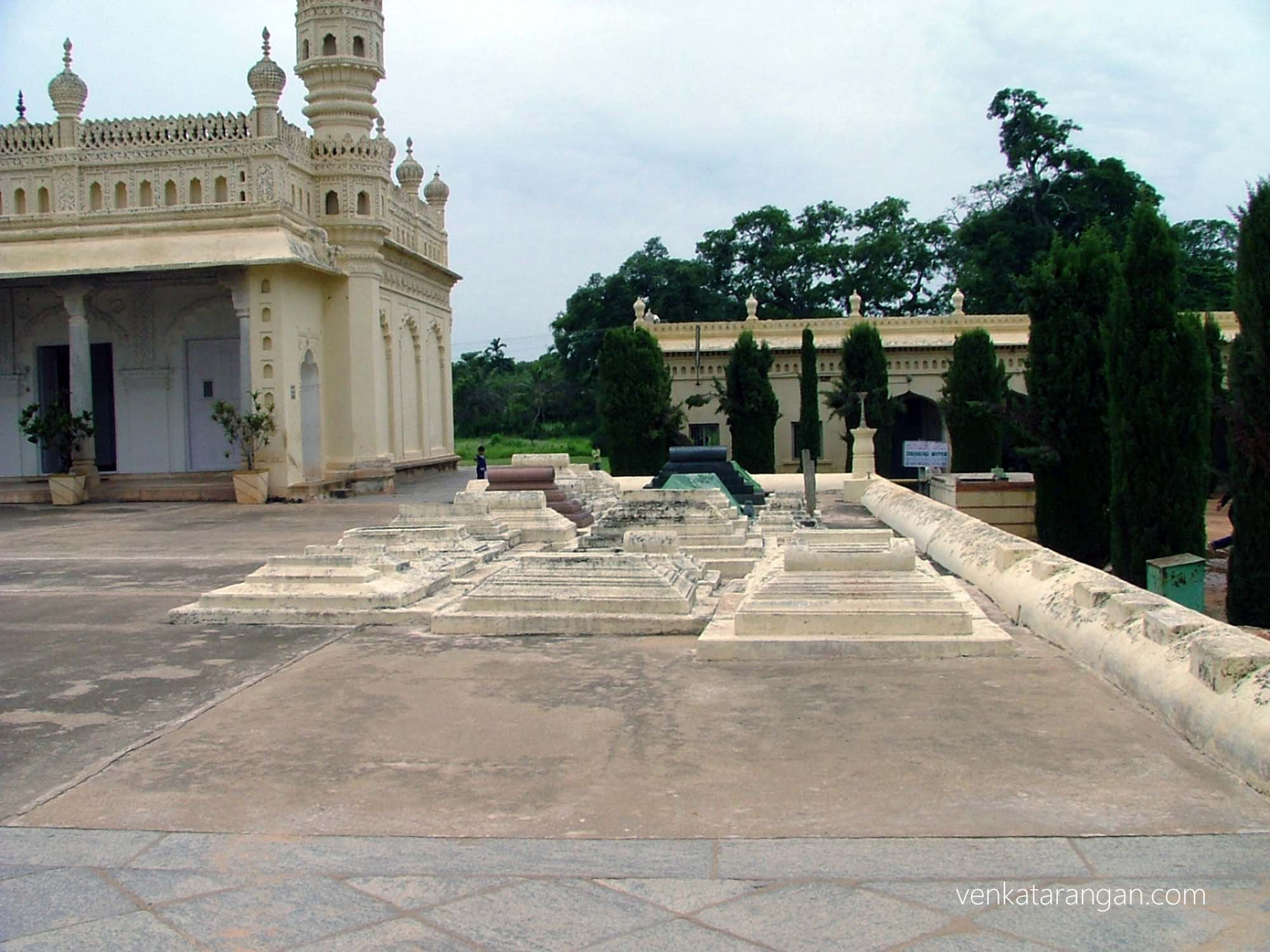 Gumbaz, Srirangapatna holding the graves of Tippu Sultan, his father Hyder Ali and his mother Fakr-Un-Nisa