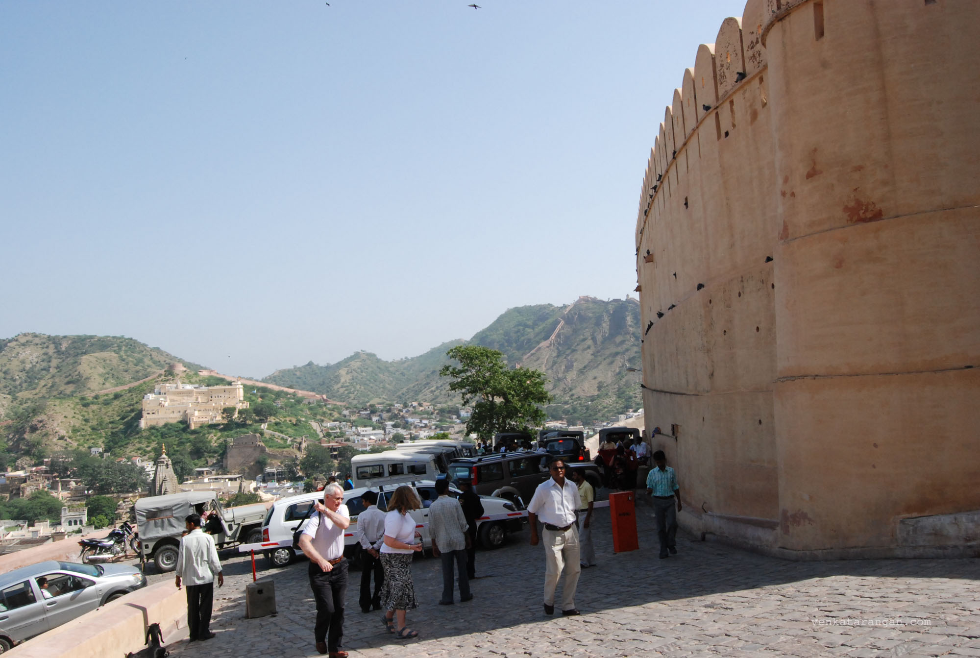 The mighty walls of the Amber fort
