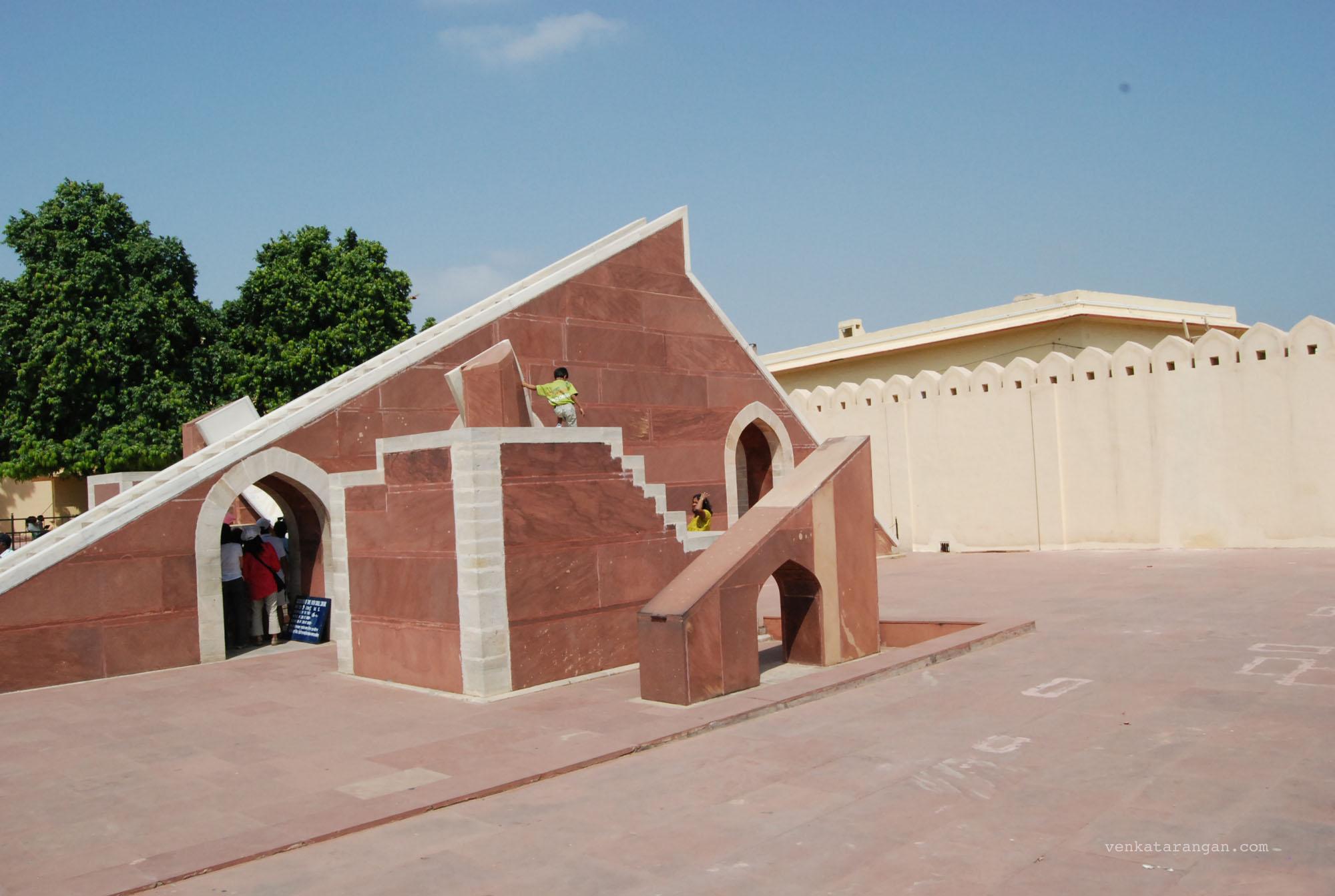 Laghu Samrat Yantra (the smaller sundial at the monument)