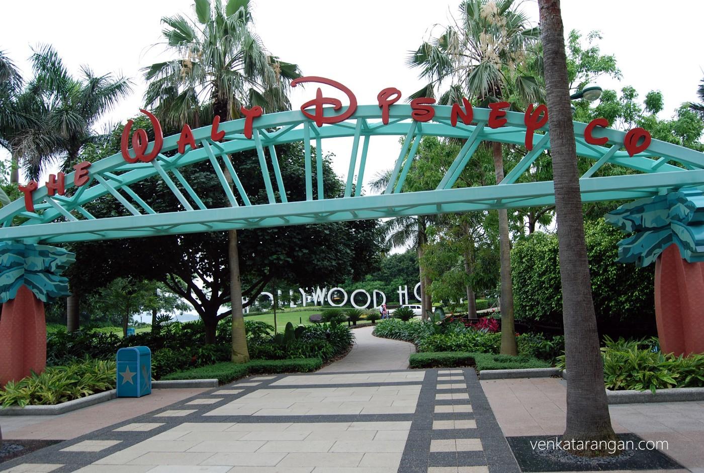 Disney Hollywood Hotel has replicas of Hollywood