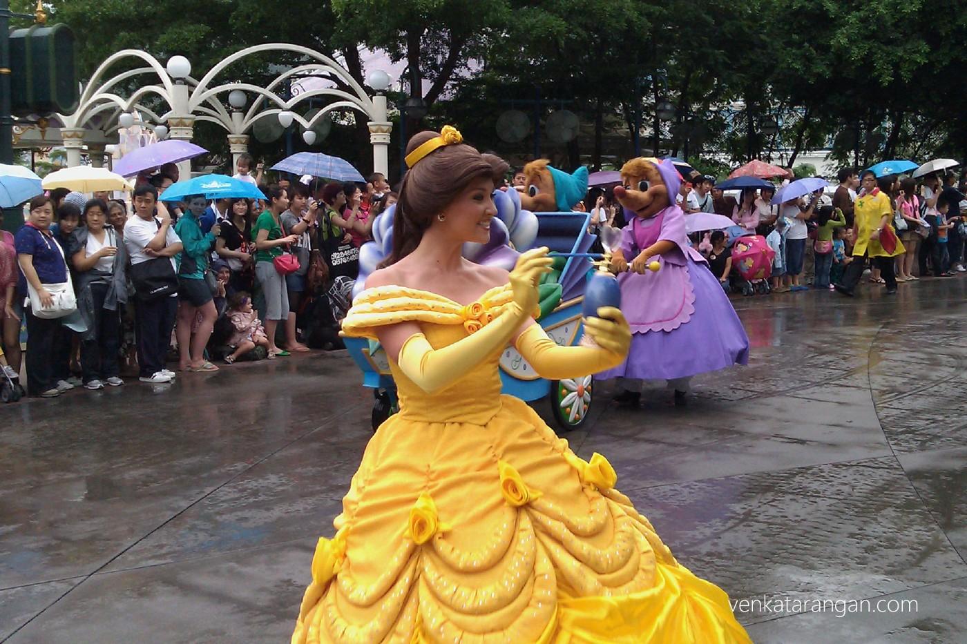 Evening Parade - Princess spraying magical scent