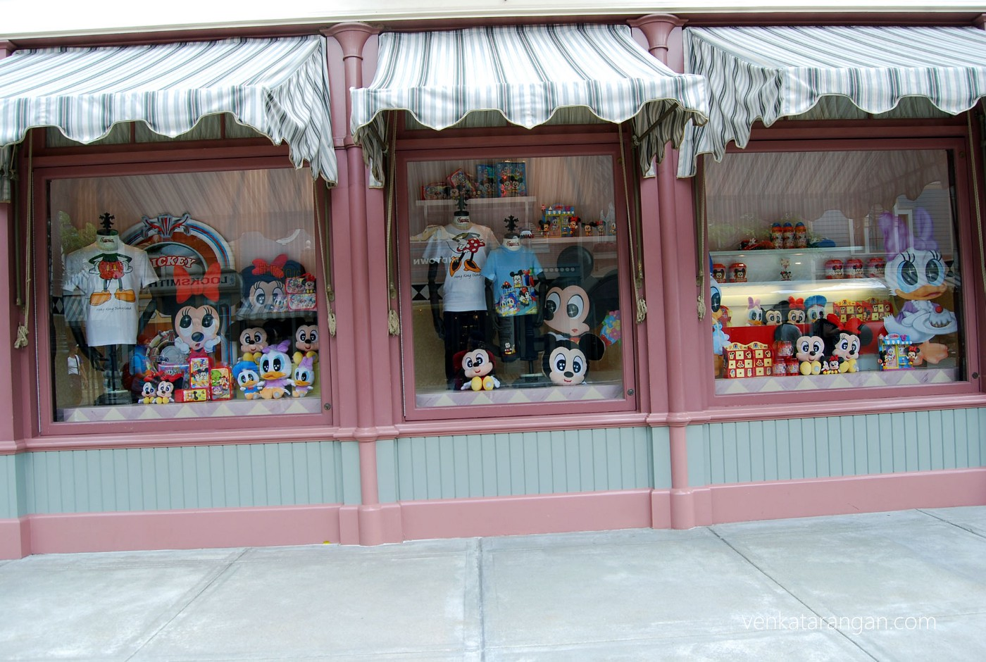 Whatever merchandise you dream, you can get them with Mickey branding here