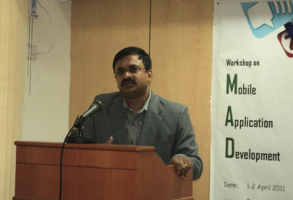 T.N.C.Venkata Rangan delivering the keynote address for Mobile Workshop in Anna University on 1 April 2011