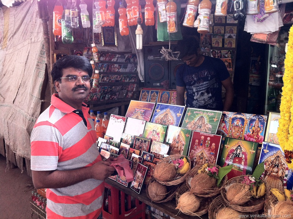 Shops in PunnaiNallur Mariamman temple