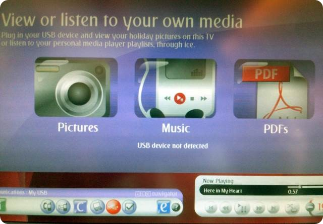 Emirates-Economy-InFlight-Entertainment-USB