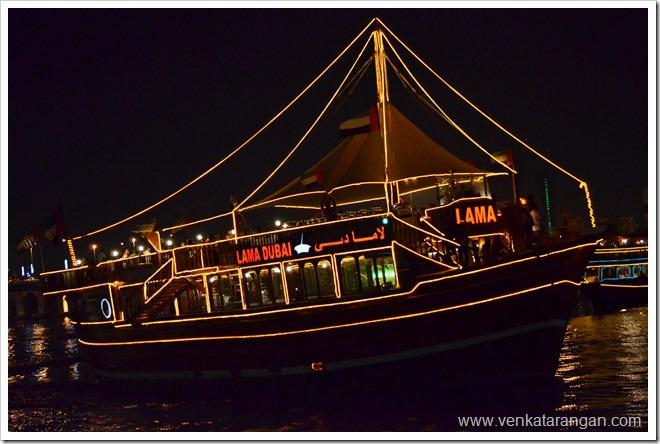 Dubai Dhow Cruise Scene