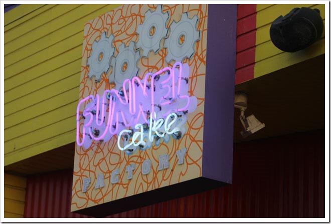 Santa-Monica-Pier-Funnel-Cake-Factory