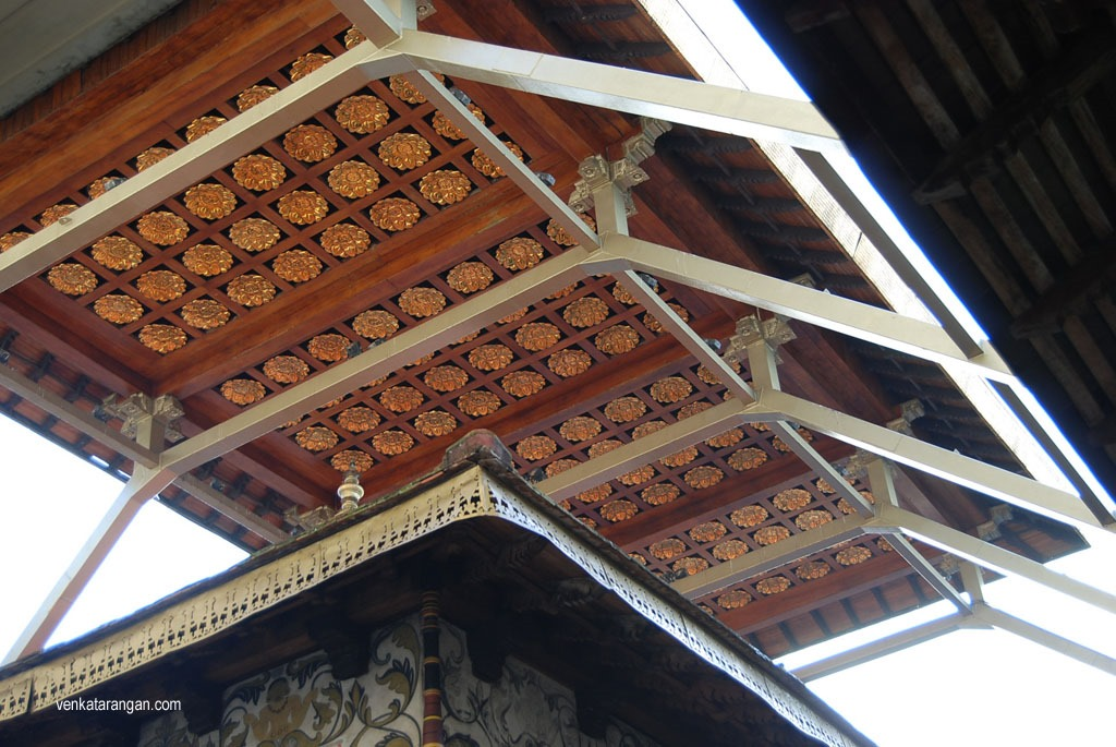 The decorations on roof seen above is said to be made of Gold signifying the importance of what's below