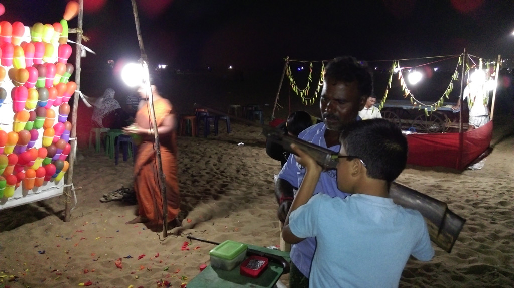 Airgun shooting of ballons in Marina Beach, Chennai