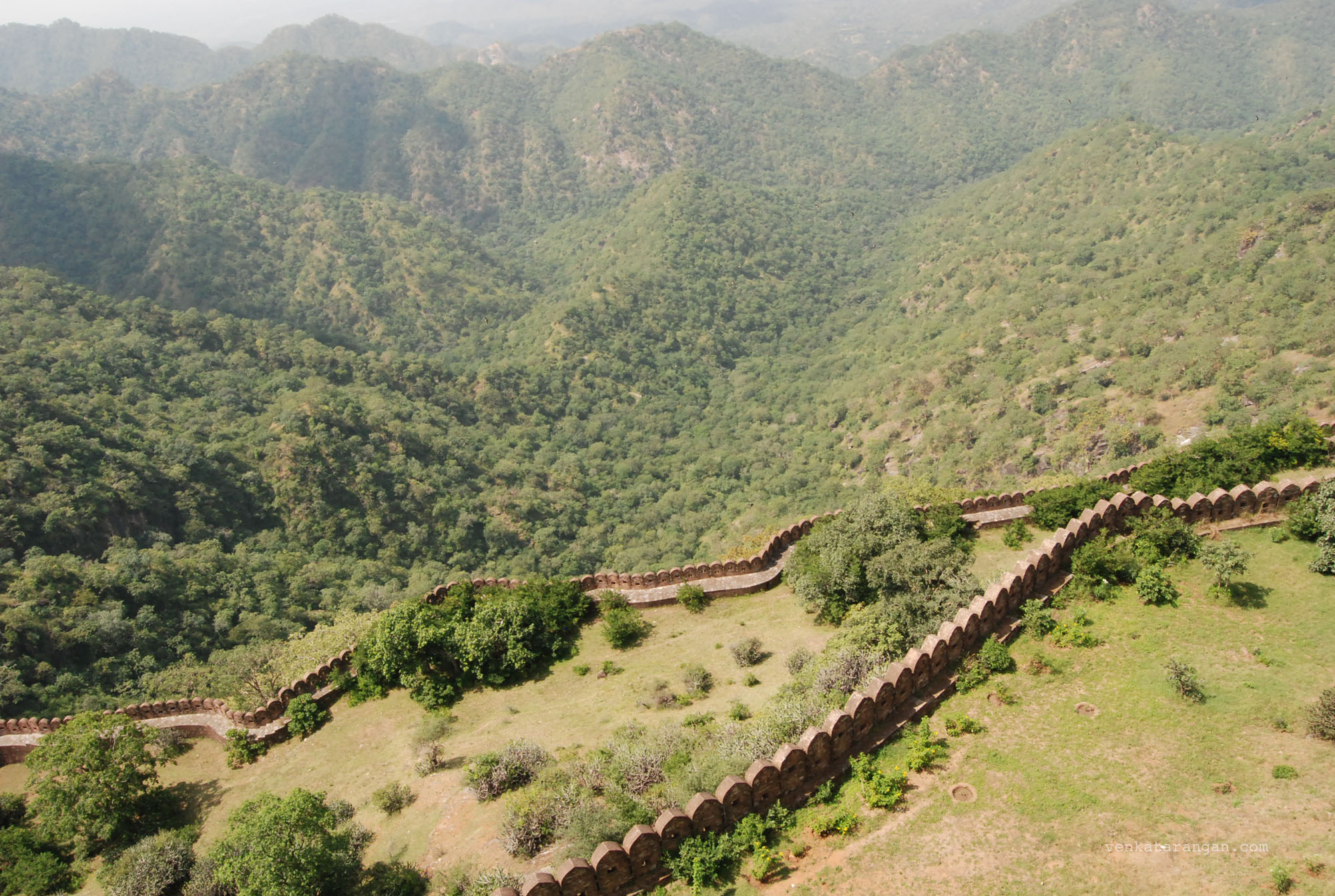 The fort walls of Kumbhalgarh Fort