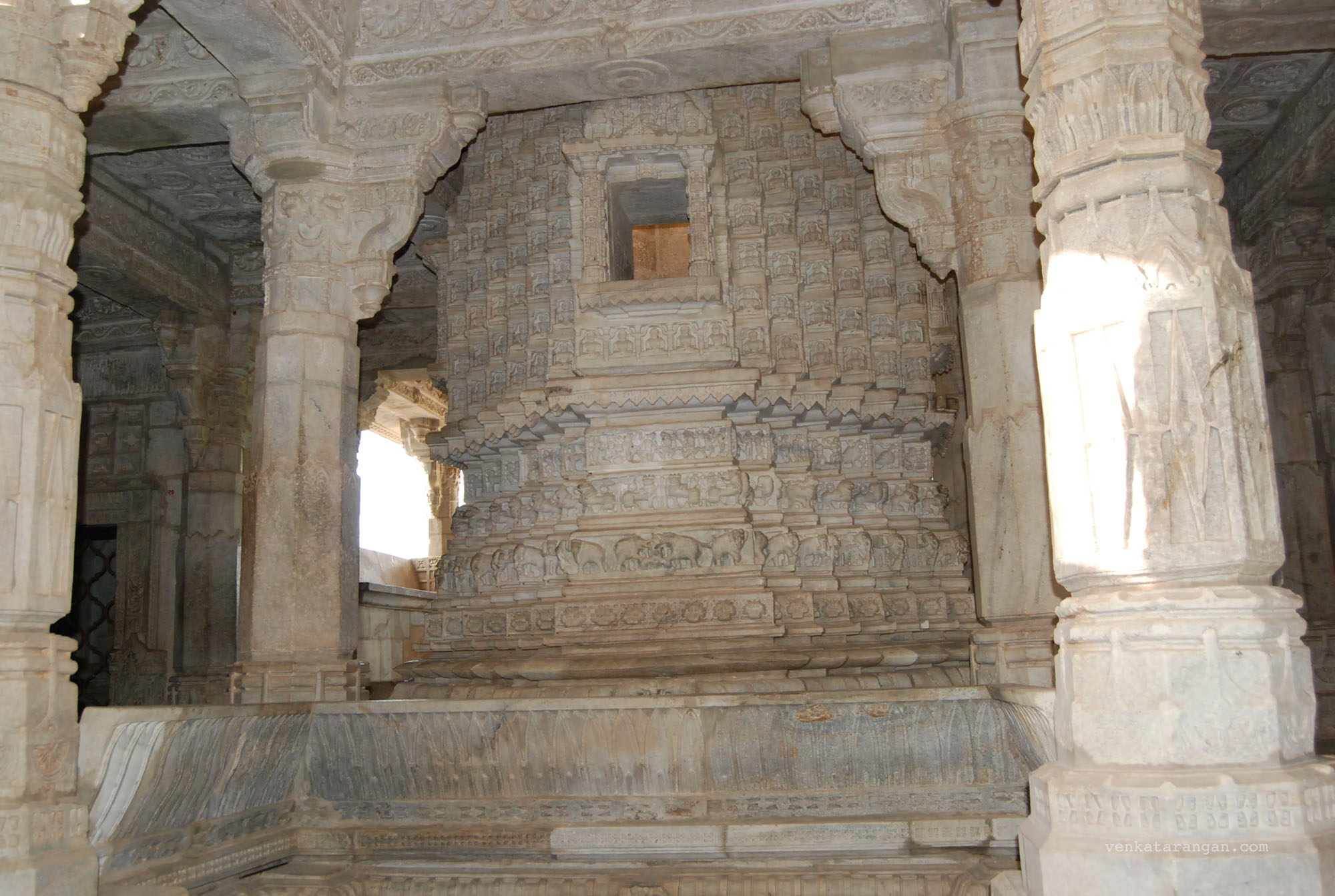 The flawed pillar in Ranakpur Temple