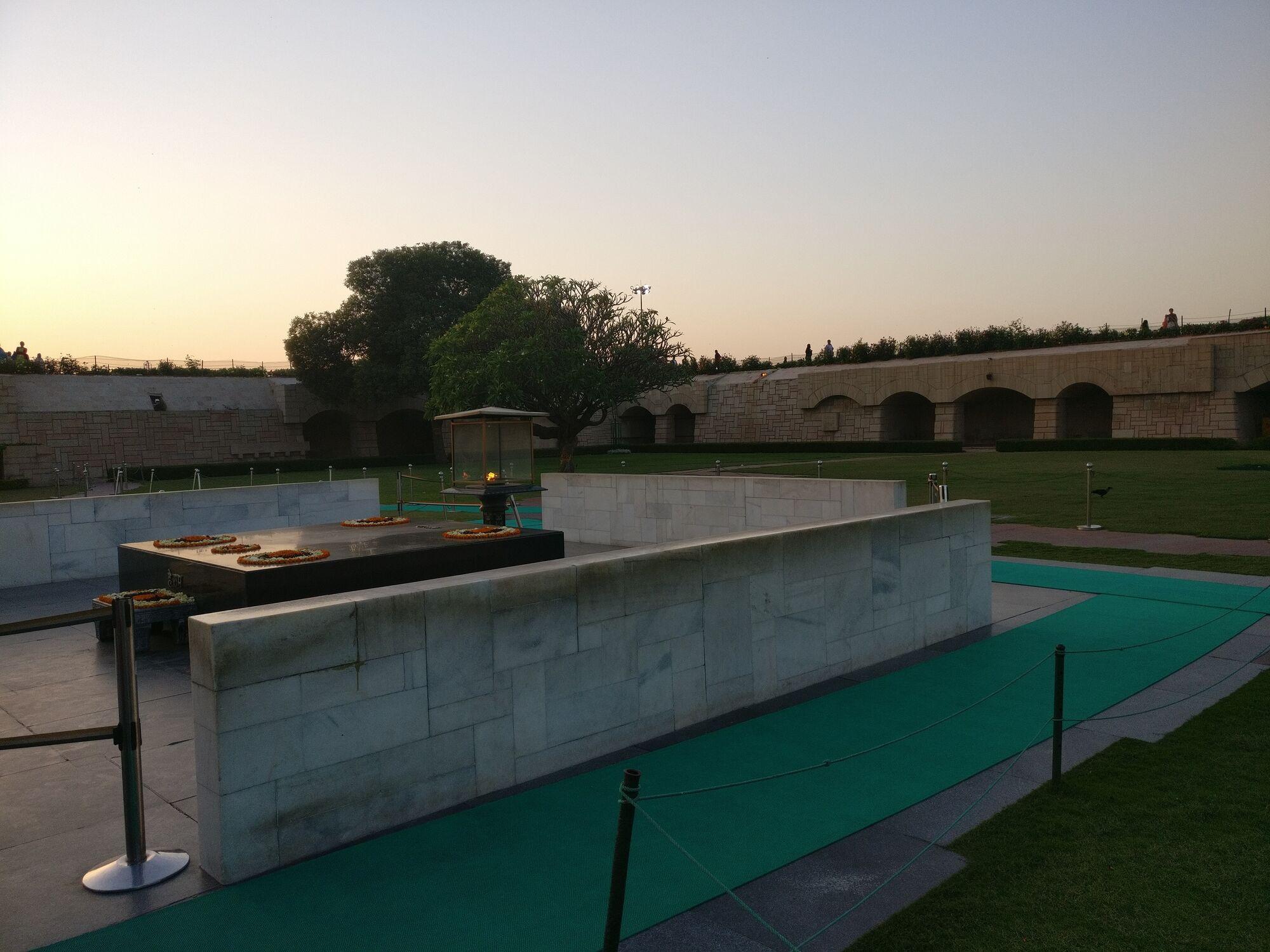 Side view of Mahatma Gandhi memorial
