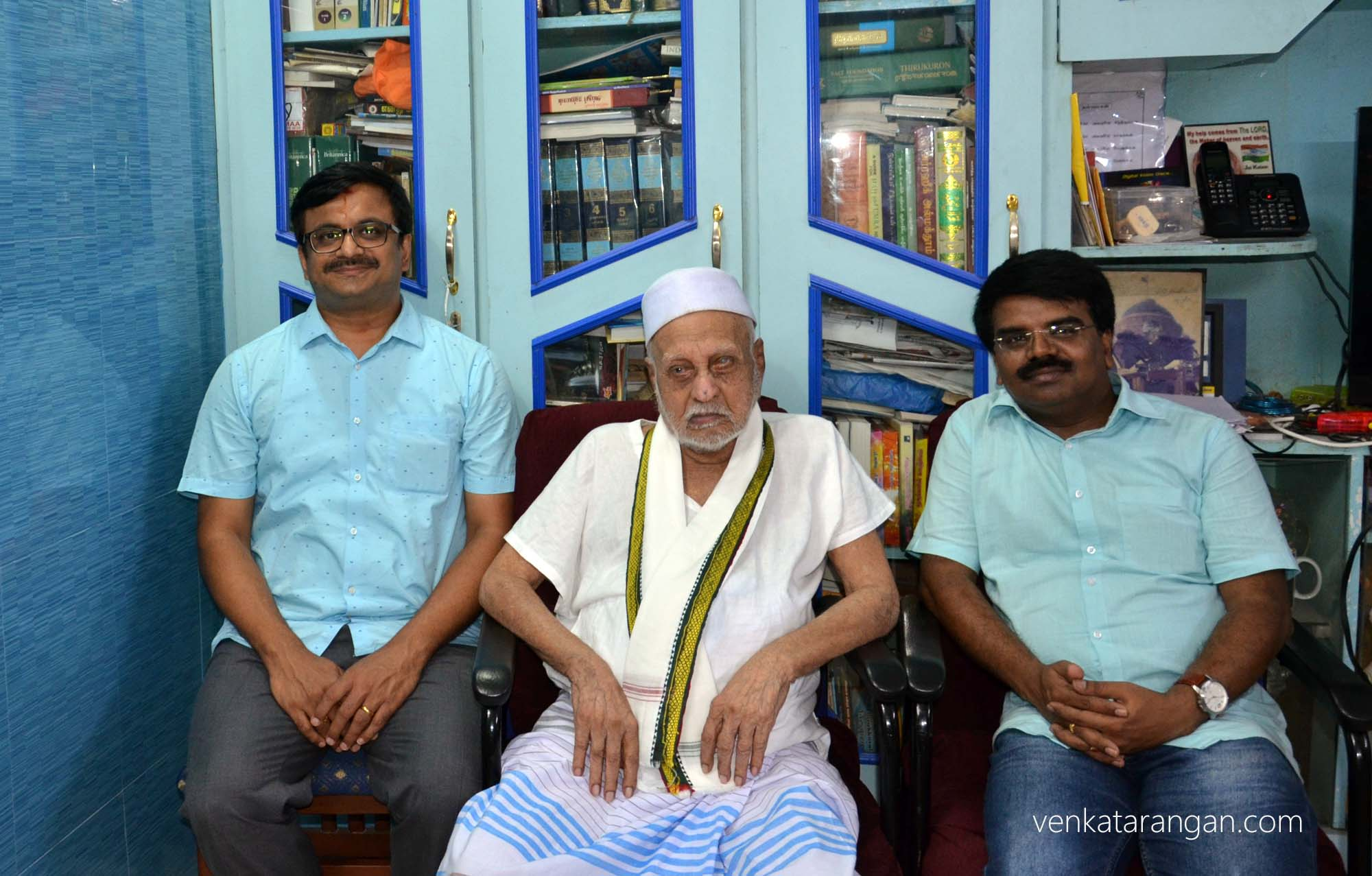 (in centre) Centenarian Mr A.P.J. Mohamed Muthu Meera Maraikayar, elder brother of former President A.P.J. Abdul Kalam