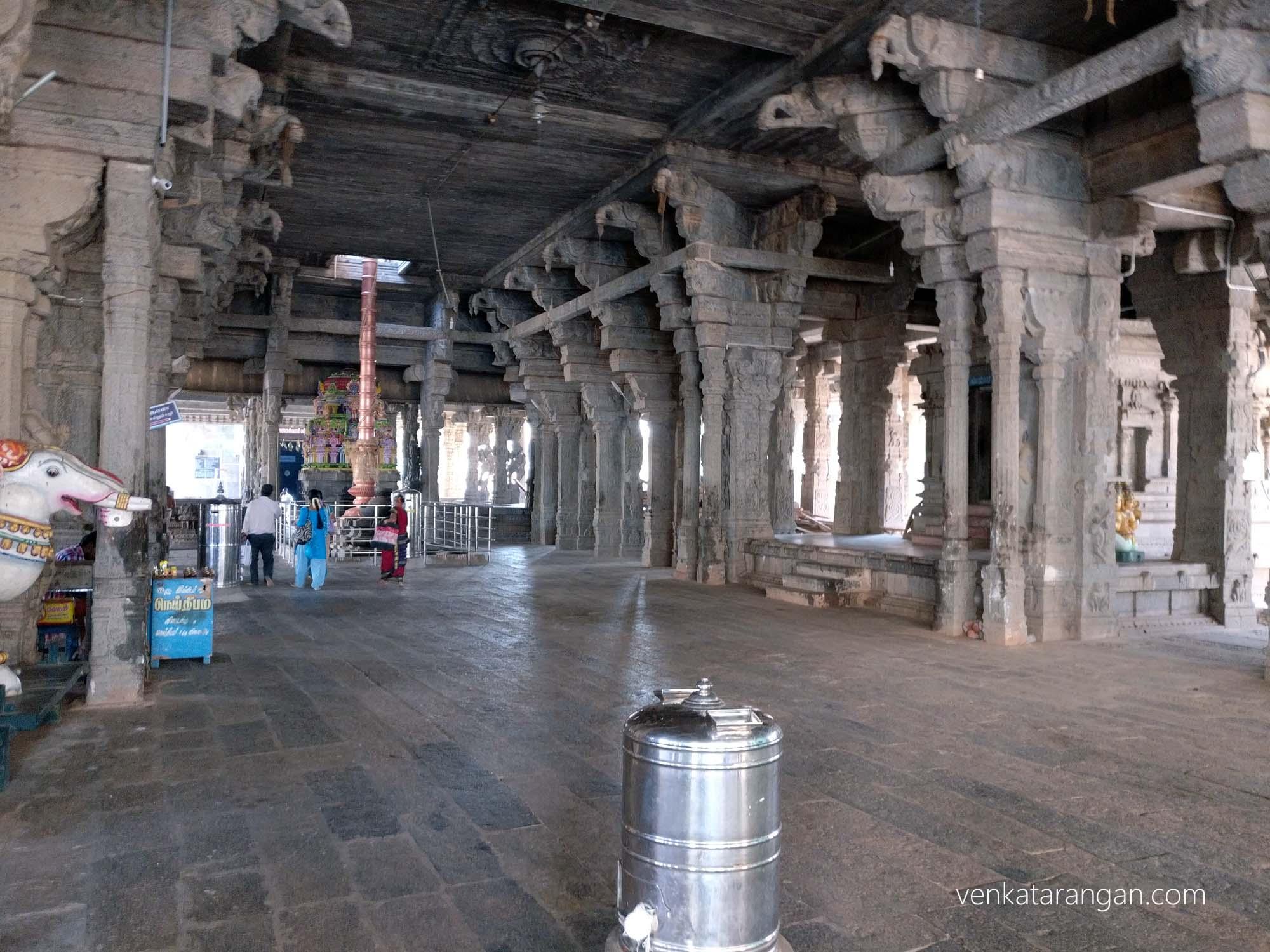 View of flagpole (Dwajastambham), Srimushnam temple