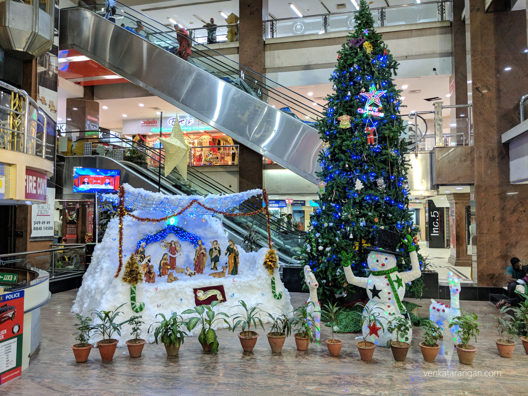 Simple Christmas decorations - Spencer Plaza