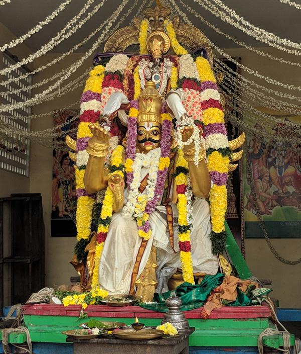 ஸ்ரீ ஆதிகேசவப் பெருமாள் கோயில், கோவிந்தன் தெரு, மேற்கு மாம்பலம், சென்னை - 600 033.