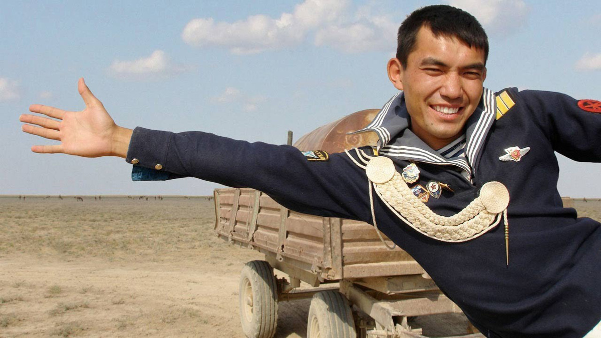 Asa - A Russian Navy sailor, who is now living in the remote Kazakhstan steppe with his sister Samal