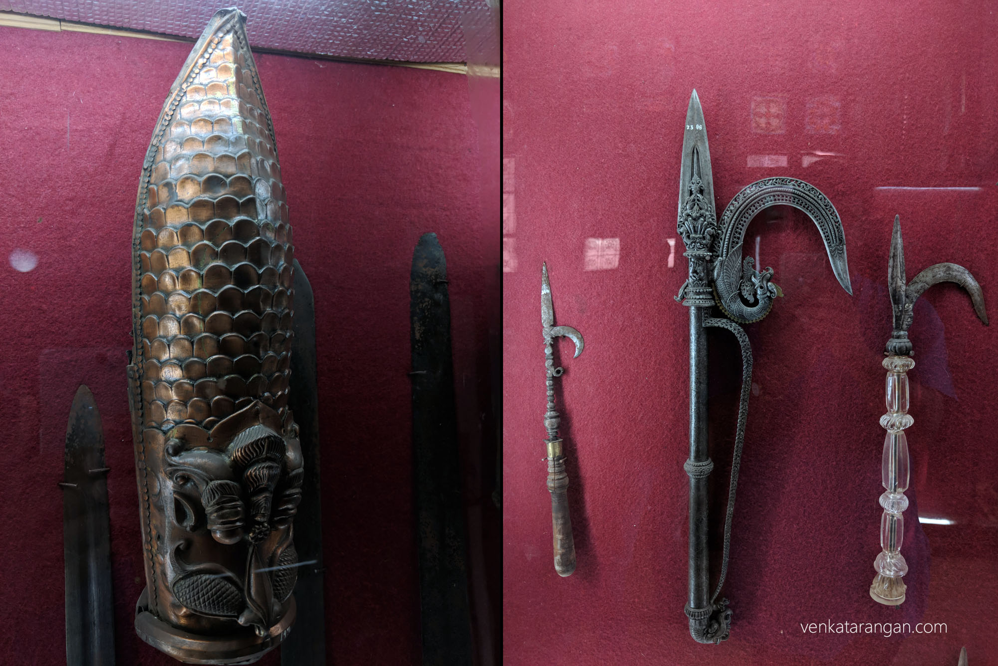 Left-Gauntlet (கையுறை). Right-Axes