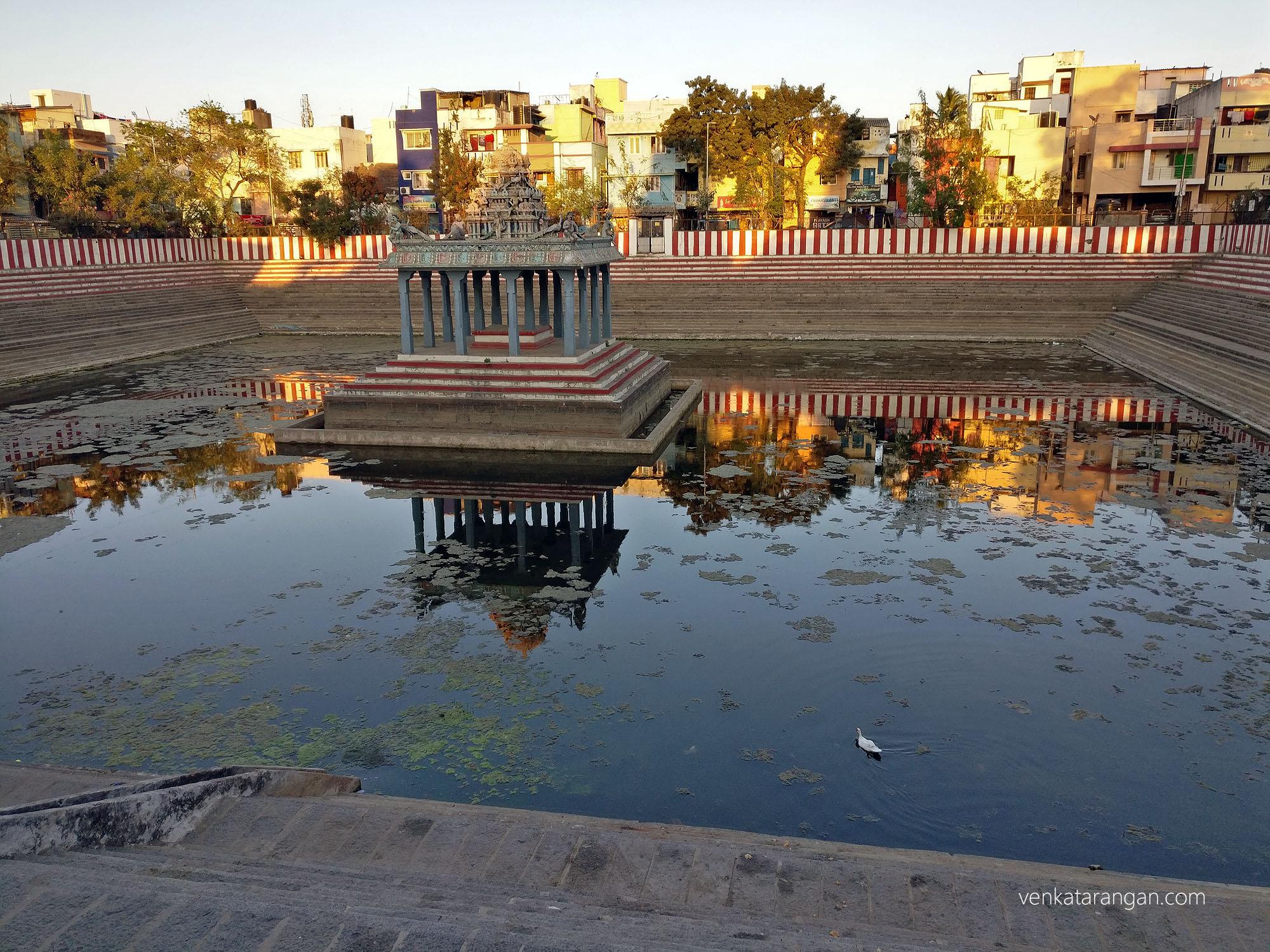 Temple Tank - வடபழநி முருகர் கோயில் குளம்