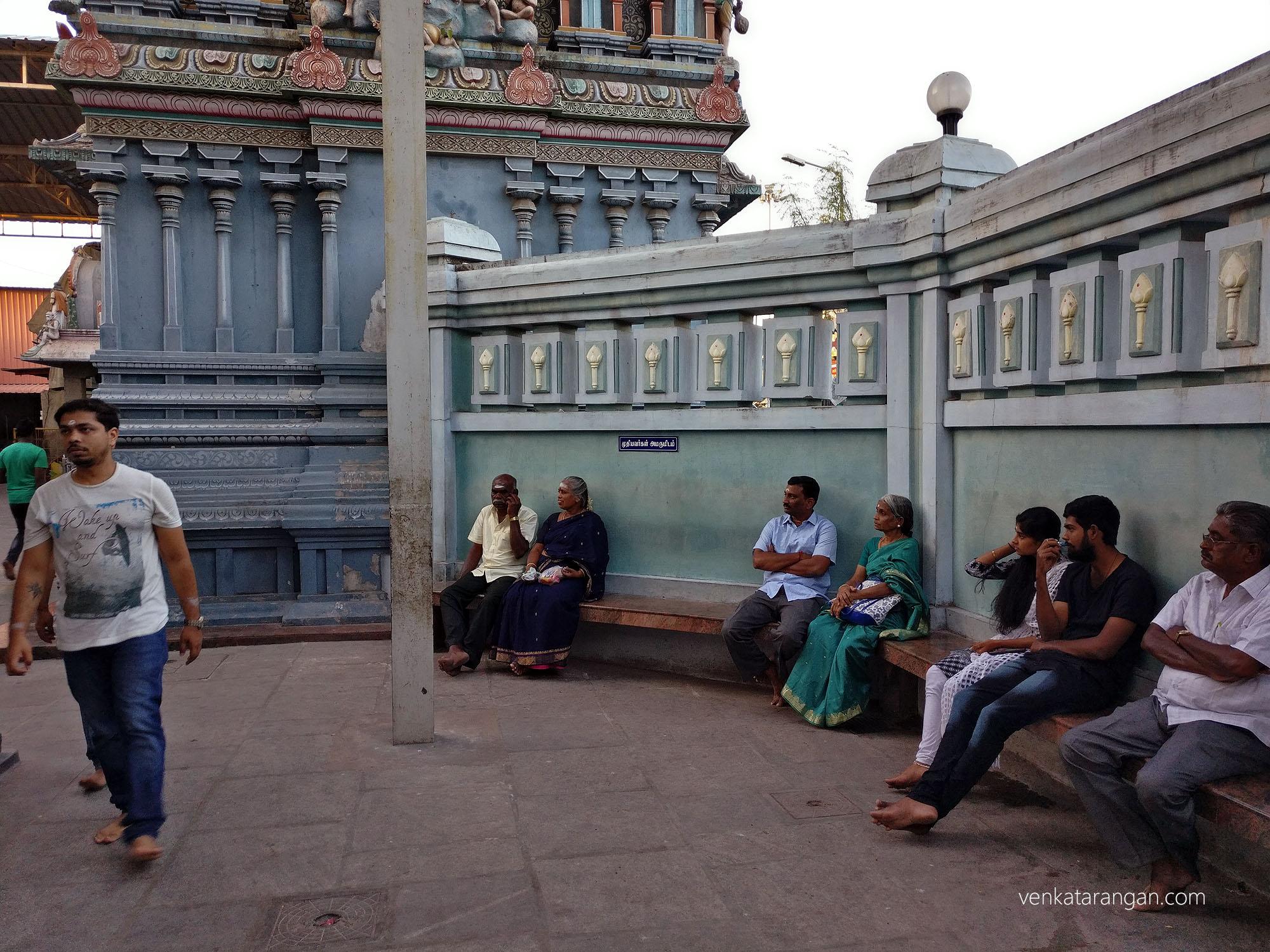 முதியவர்கள் அமருமிடம் (sitting area inside the temple compound for the elderly.)