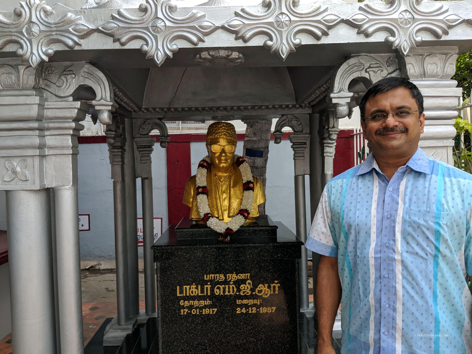 பாரத ரத்னா டாக்டர் எம்.ஜி.ஆர் சிலை அருகே  தி.ந.ச.வெங்கடரங்கன்