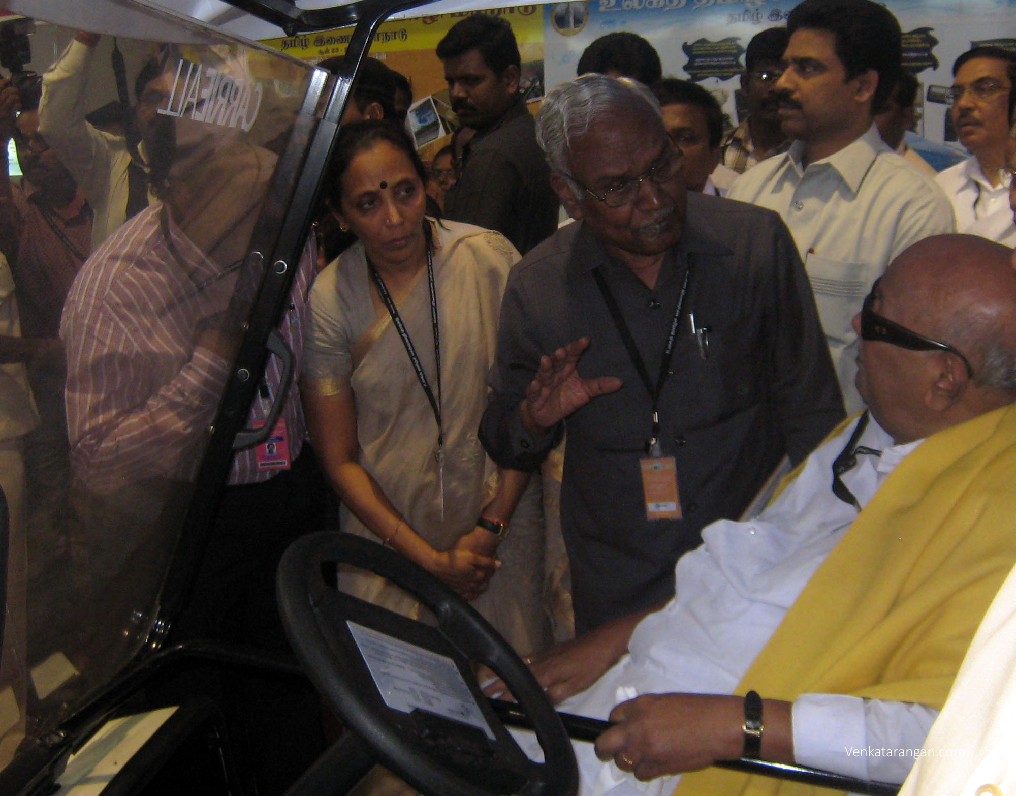 Dr Kalaignar Karunanidhi (then CM) visiting the Tamil Internet Conference 2010 exhibition in Kovai