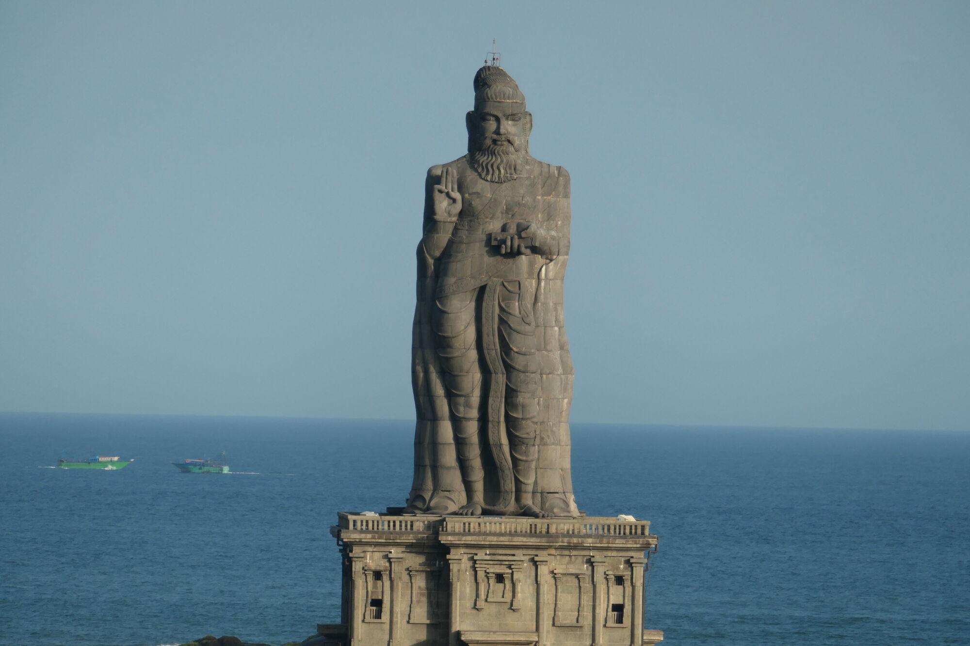 Picture of Thiruvalluvar Statue, Kanyakumari taken with Panasonic Lumix DC-Z200
