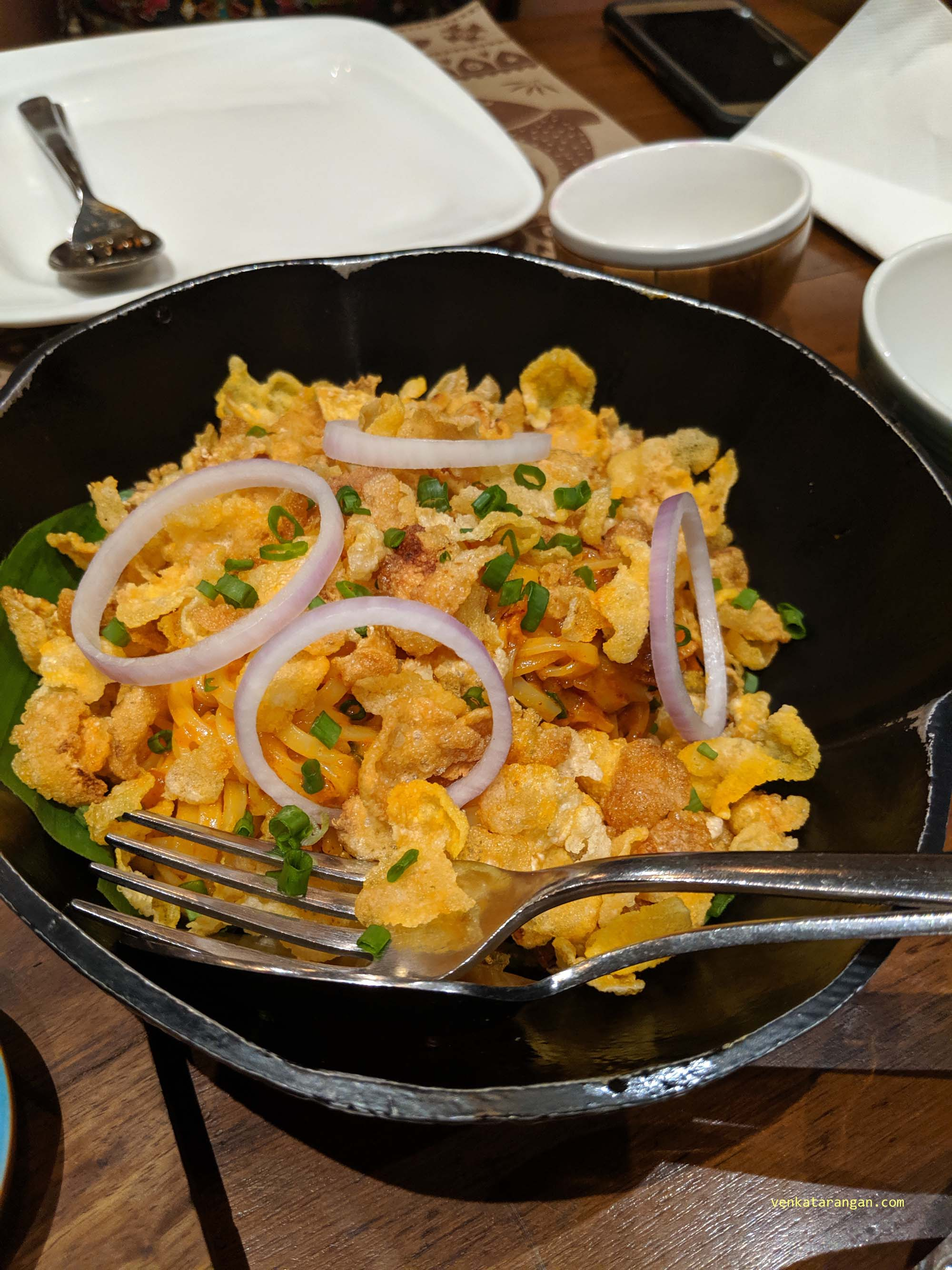 Tasty tape noodles topped with corn flakes and onions