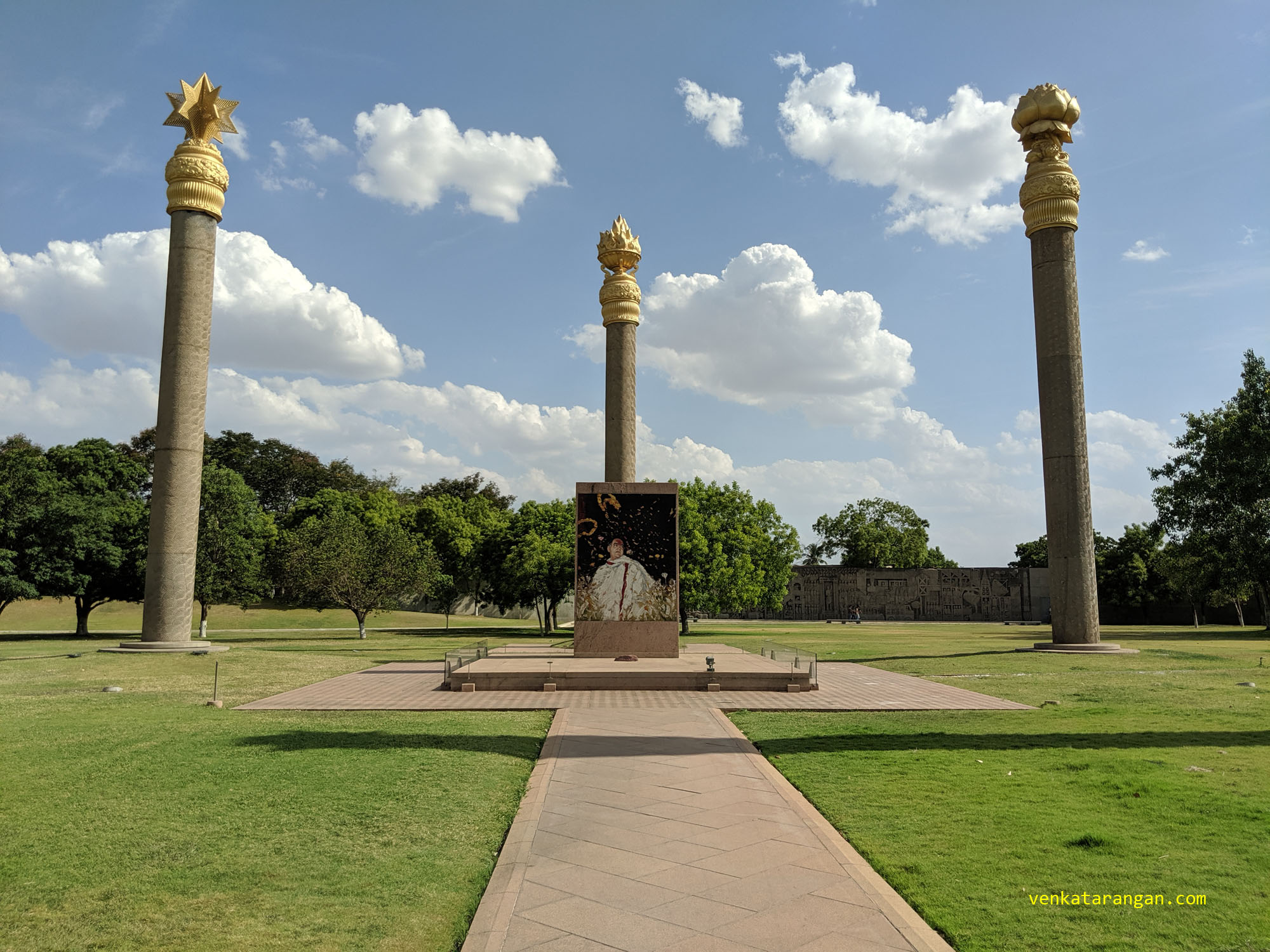 A circular platform in yellow Jaisalmer stone, six metres in diameter, covers the earth upon which Rajiv Gandhi fell. A rock of red jasper in the centre marks the exact place where his head lay as he fell down.