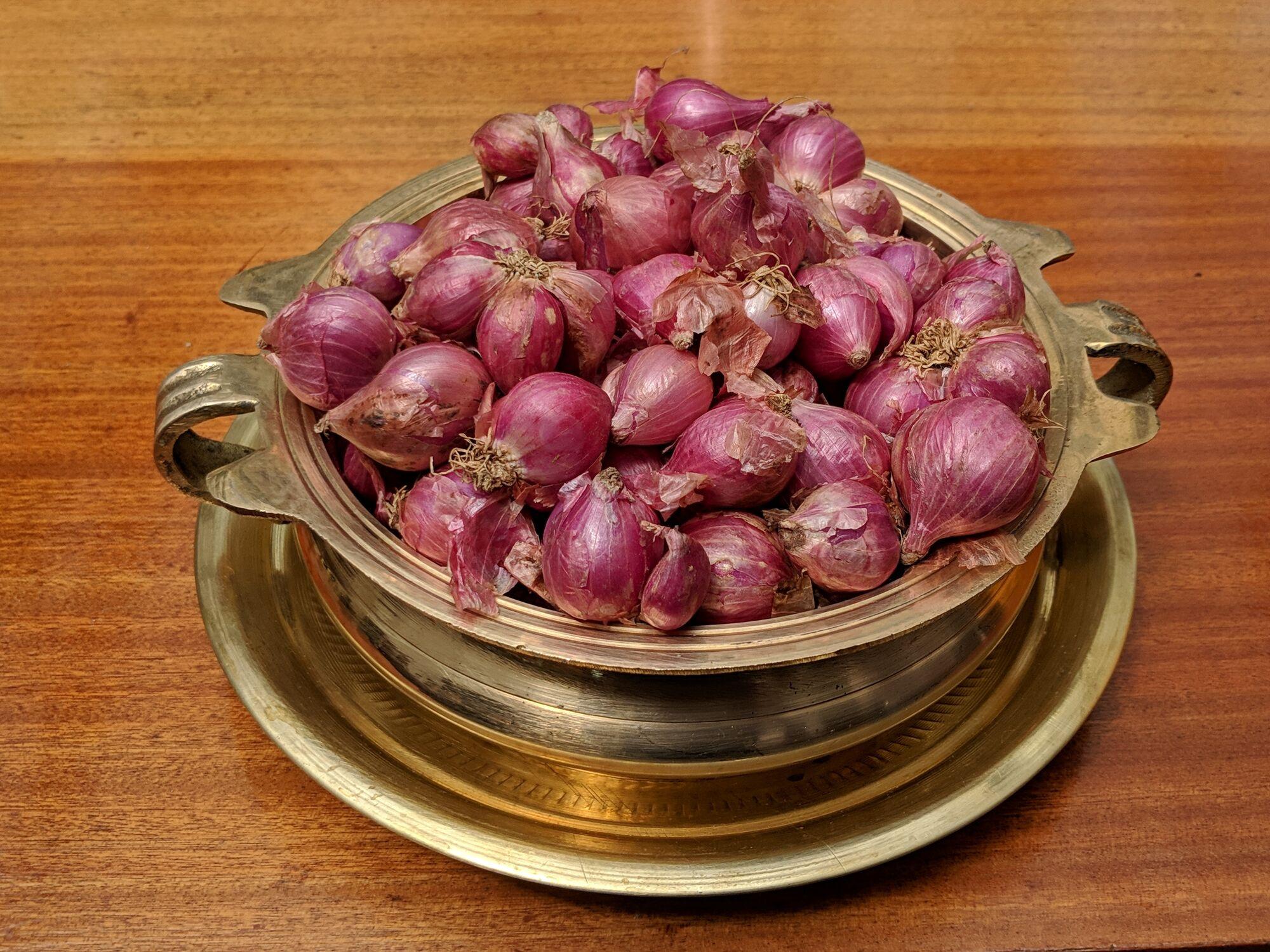 Onions in bronze utensil