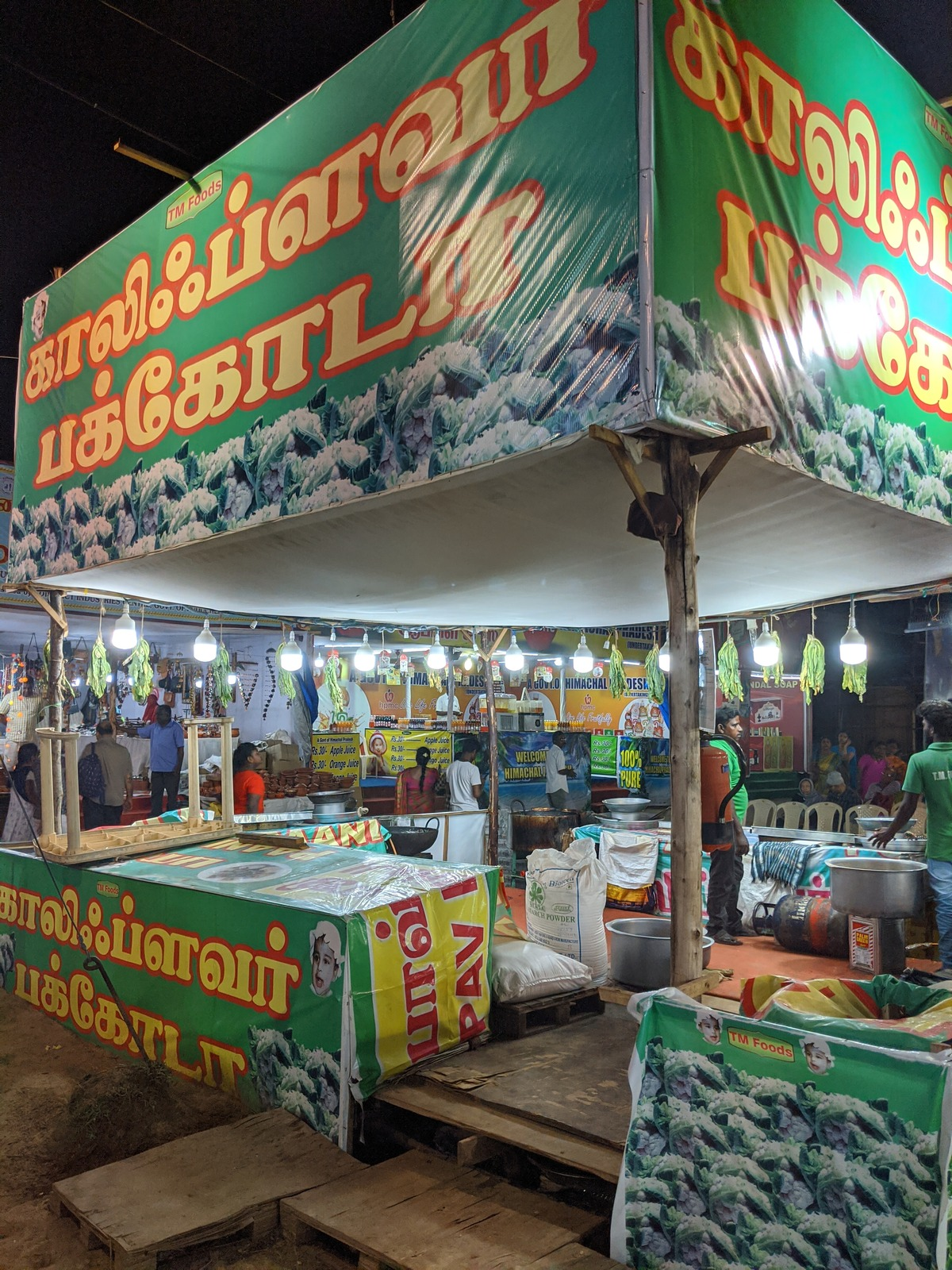 The pakoda and delhi appalam stall