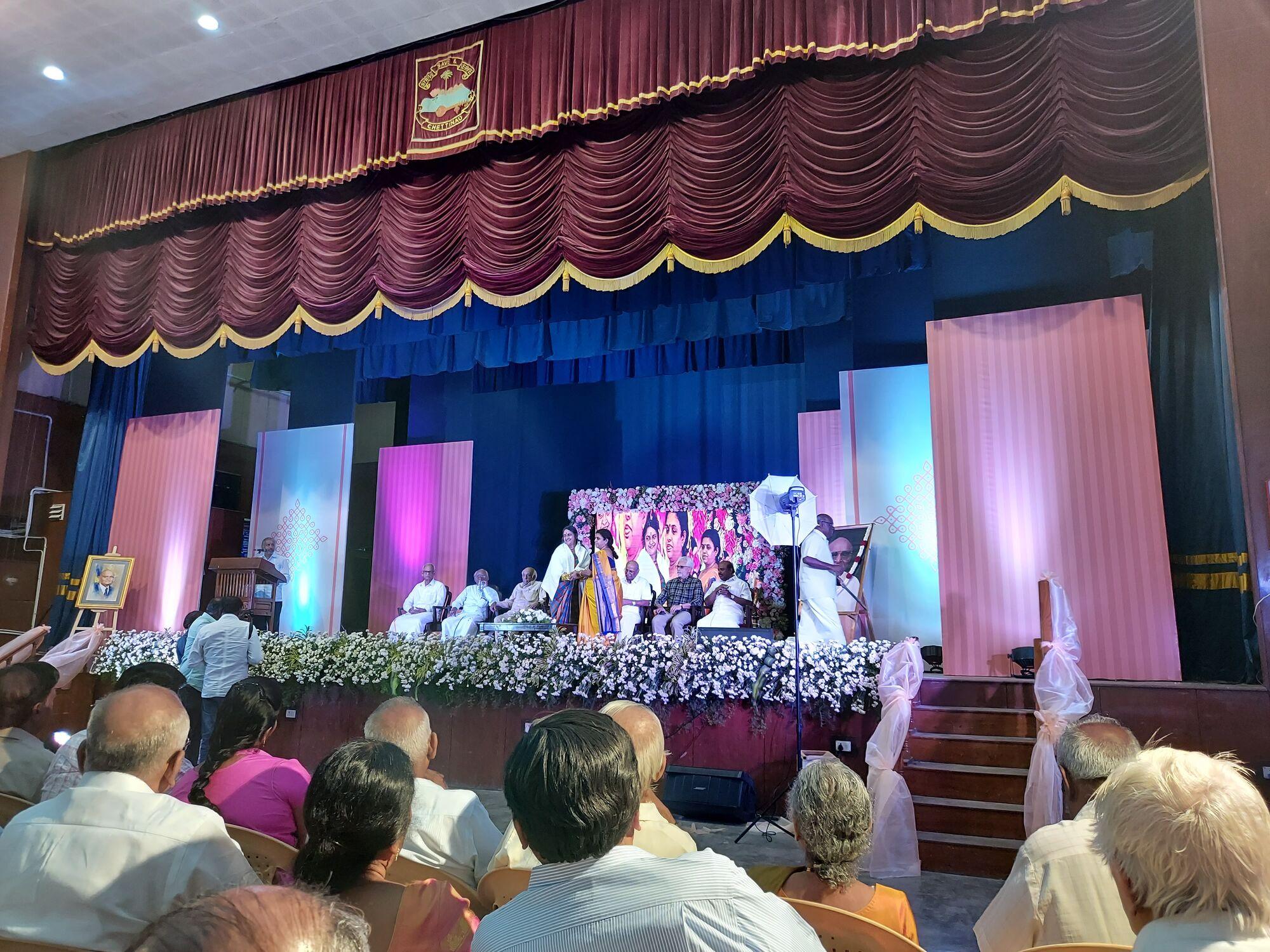 திருமதி சுதா சேஷய்யன், திருமதி மீனா செல்லப்பன்