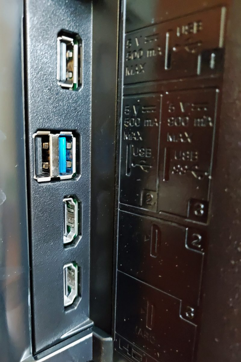 Ports on the left side of Sony KD-43X8000G - 2 x USB, 1 x USB 3.x & HDMI ports