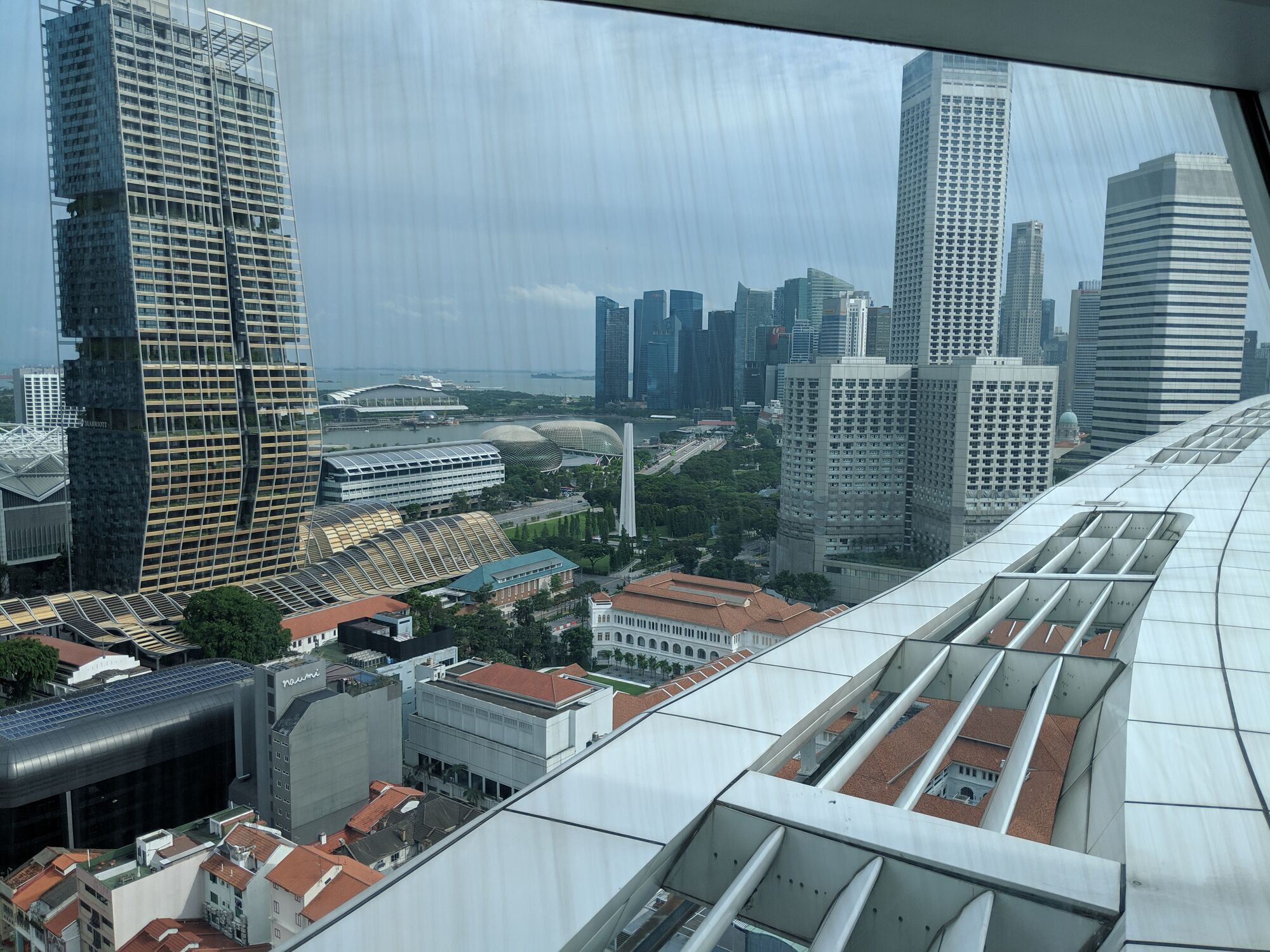 The top floor has a meeting room provides a 360 degree of the Marina bay area