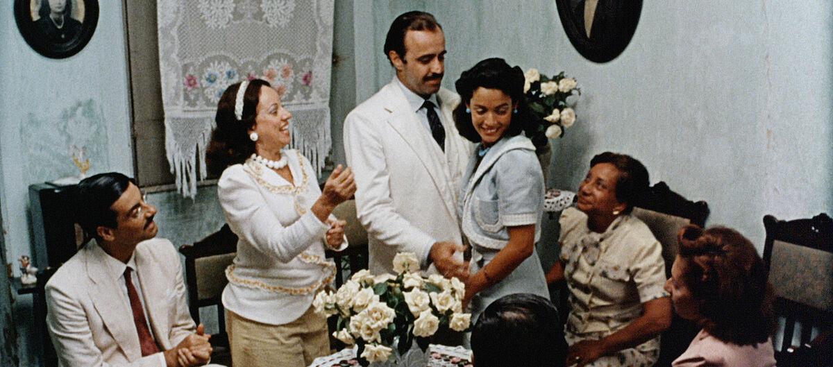 Teodoro (Mauro Mendonça) and Dona Flor (Sônia Braga)