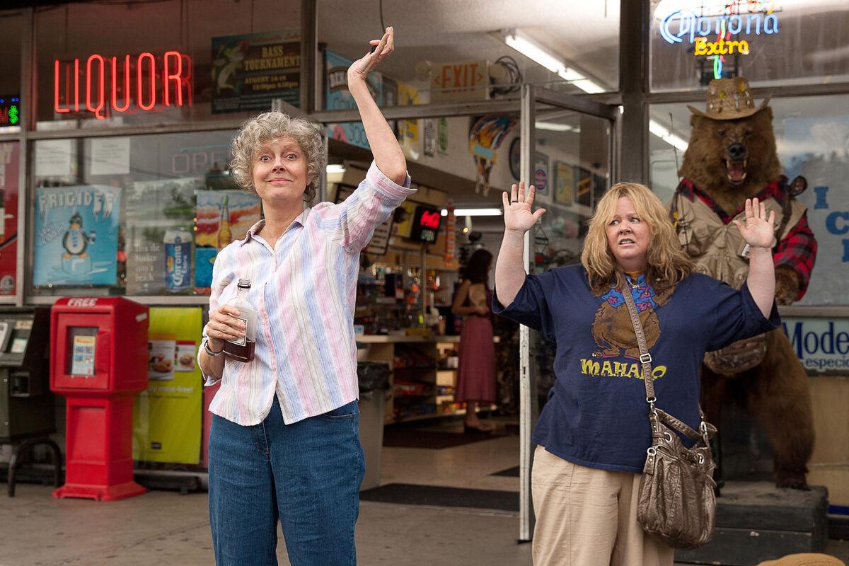 Susan Sarandon as Pearl Balzen, Tammy's grandmother and Melissa McCarthy as Tammy Banks