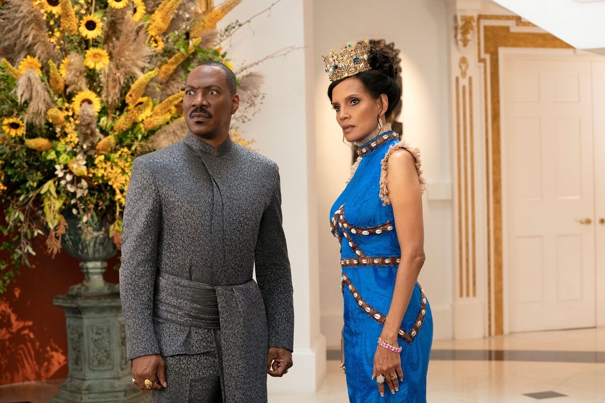 Eddie Murphy as Prince / King Akeem Joffer and Shari Headley as Queen Lisa Joffer