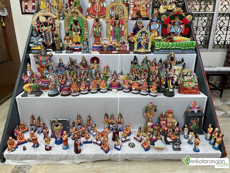 The lower steps feature Dasavatharam (the ten incarnations of Lord Vishnu), Various Vaishnavaite Saints, Lord Vinayaka with musical instruments, and variants of Lord Krishna.